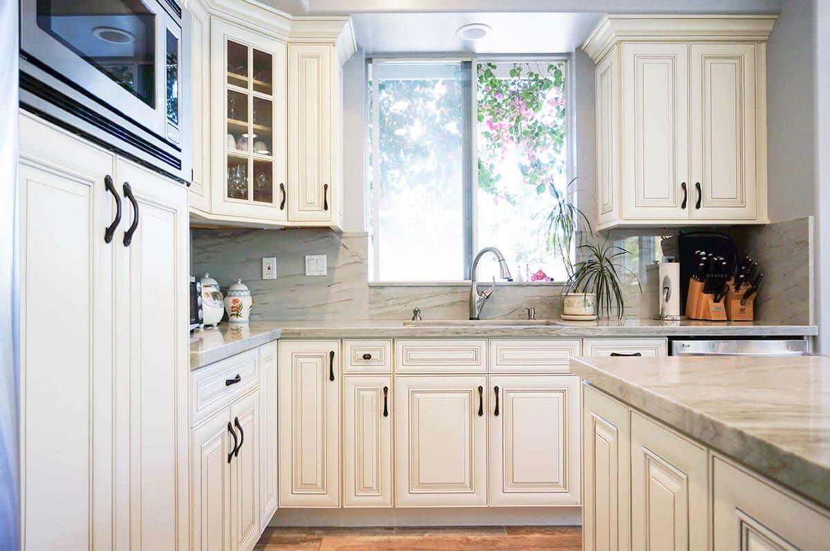 CDW-Dove-White-Glaze-Kitchen-P4