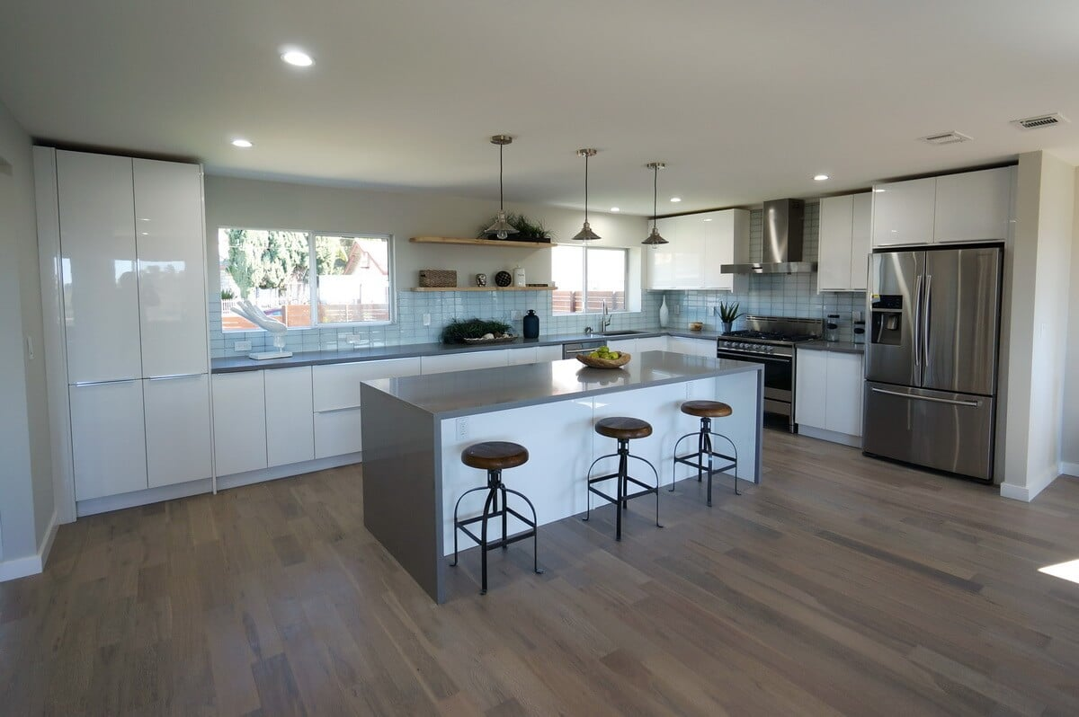 Cabinet city hi gloss white for White wood grain kitchen cabinets