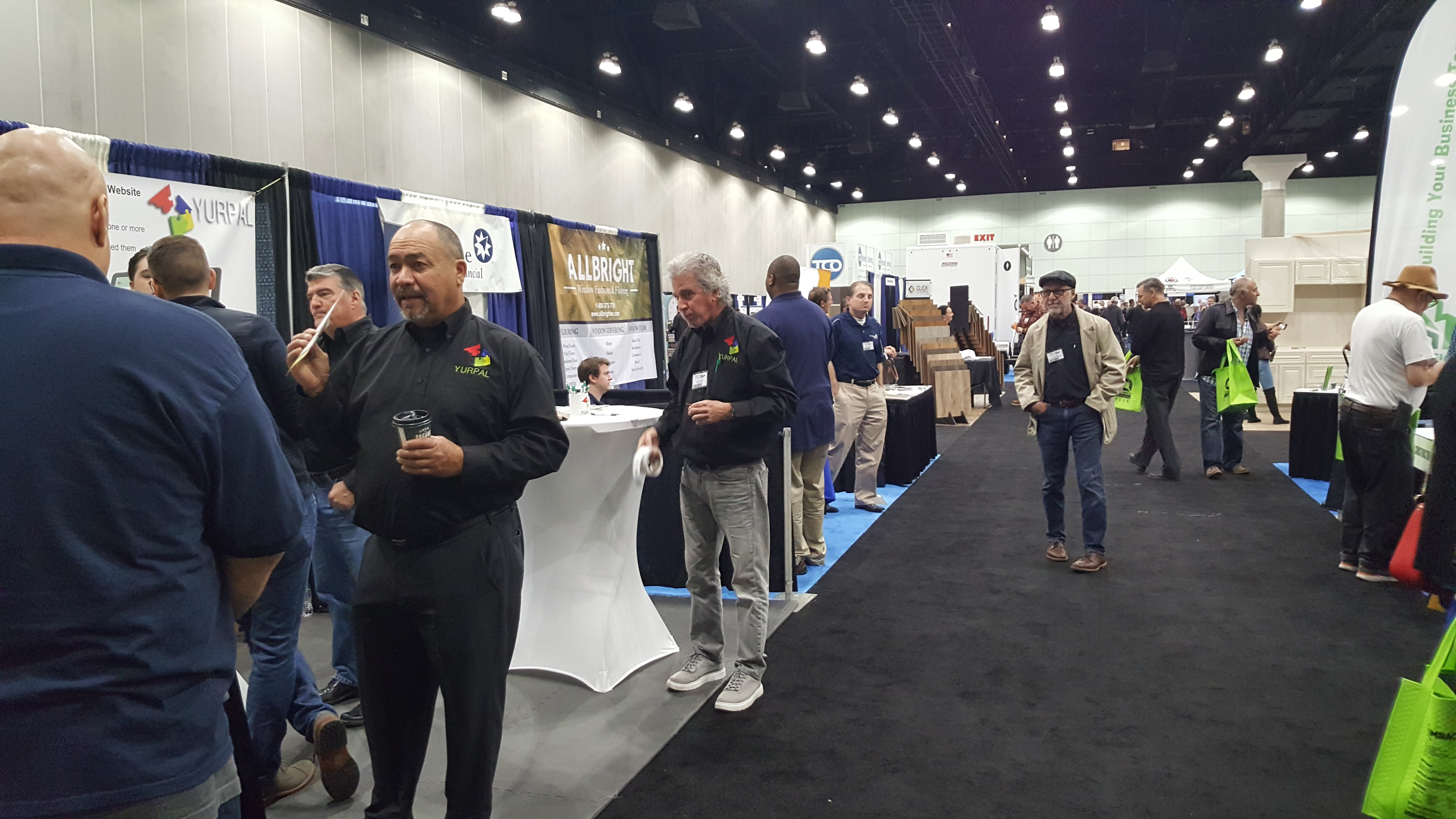 build-expo-exhibitor-hall-crowd-2