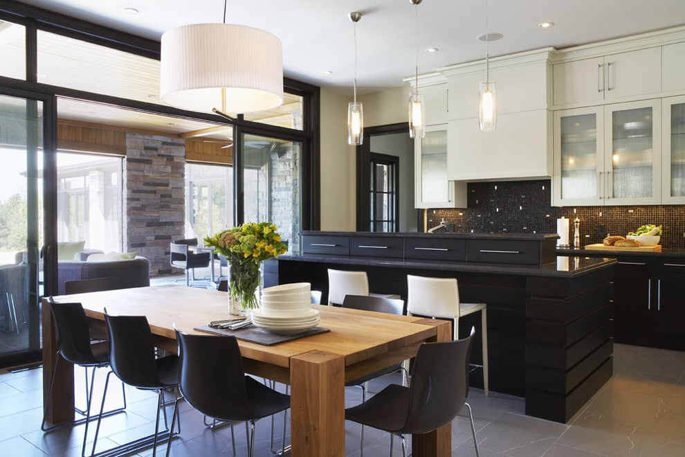 light-cabinets-on-top-kitchen-trends