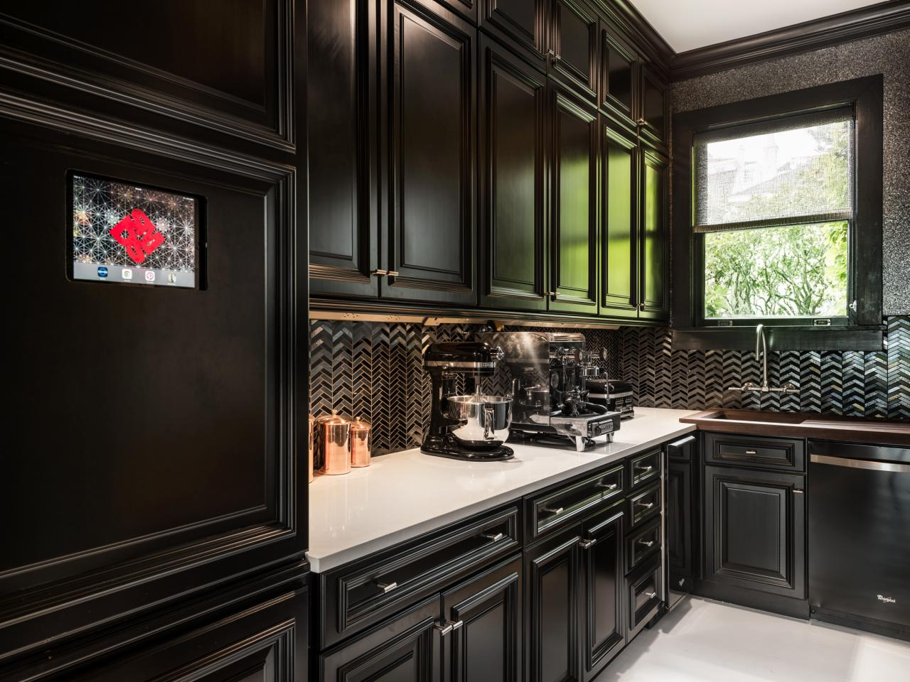 black-rta-kitchen-cabinets-beautiful-sleek