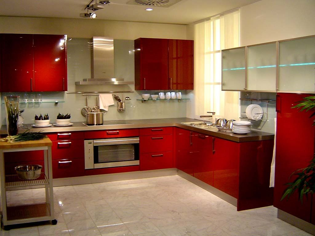 Beautiful-glossy-lacquered-kitchen-cabinets.
